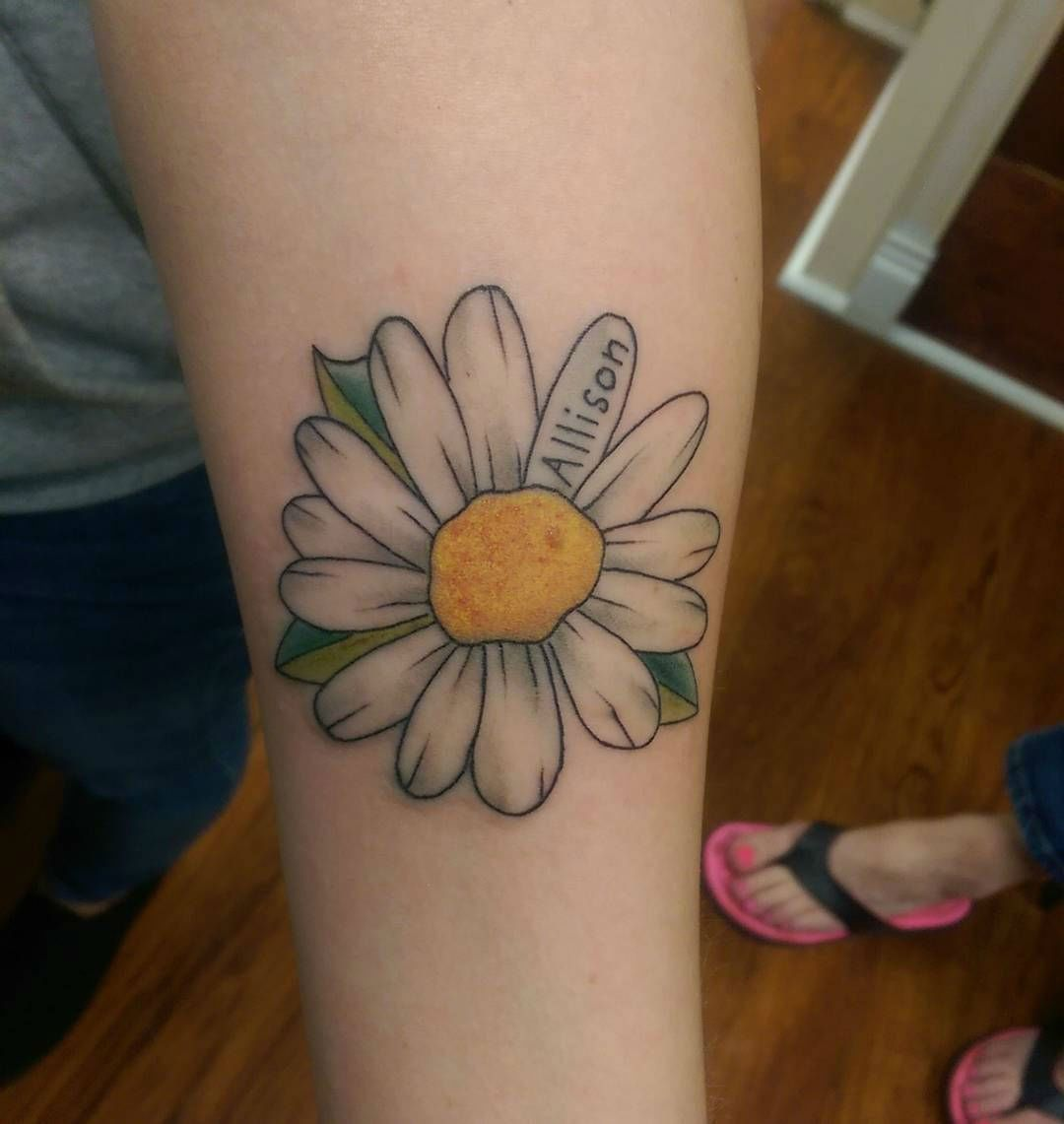 85 Best Daisy Flower Tattoo: 24 Photos Of Cheerful Daisy Tattoos