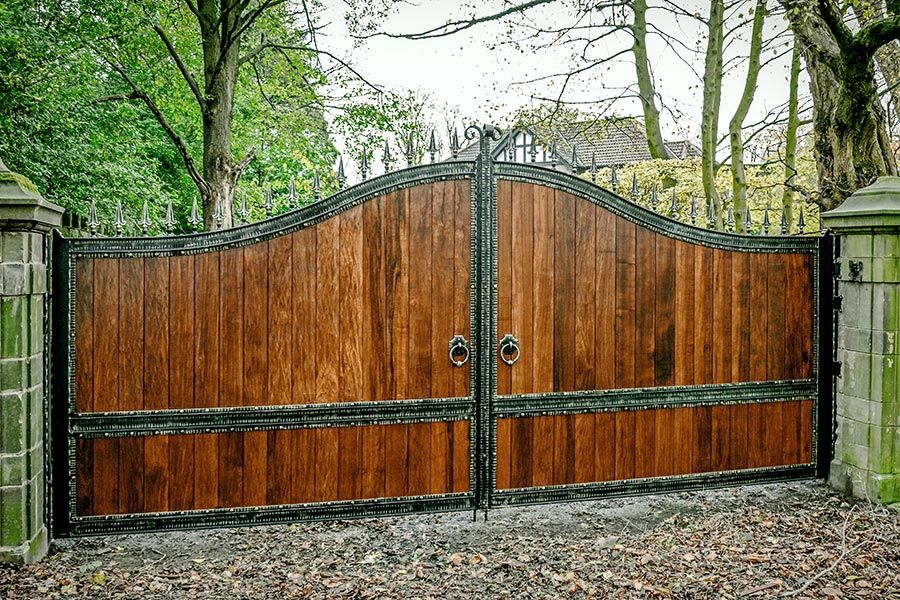 Kyros Wood Wooden Timber Hardwood Solidwood Drivewaygates Esategates Wood Gates Driveway Wooden Gates Driveway Driveway Gate
