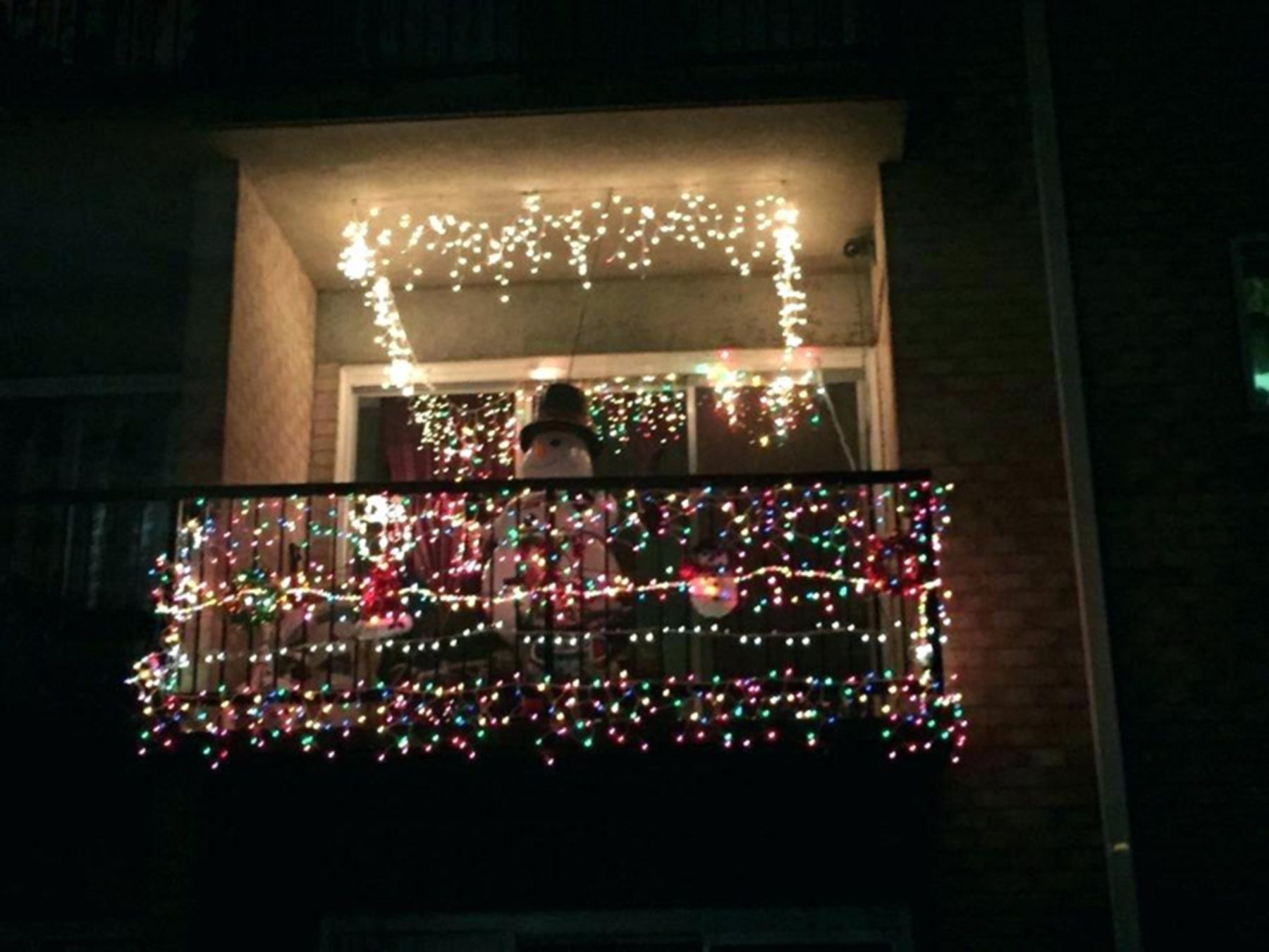 20 Cool Christmas Lights Decorating Ideas For Balcony Christmas House Lights Christmas Decorations Apartment Christmas Apartment