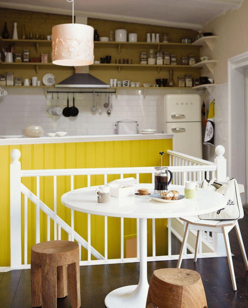 Pintar de amarillo los muebles de la cocina puede aportar for Muebles de cocina amarillos