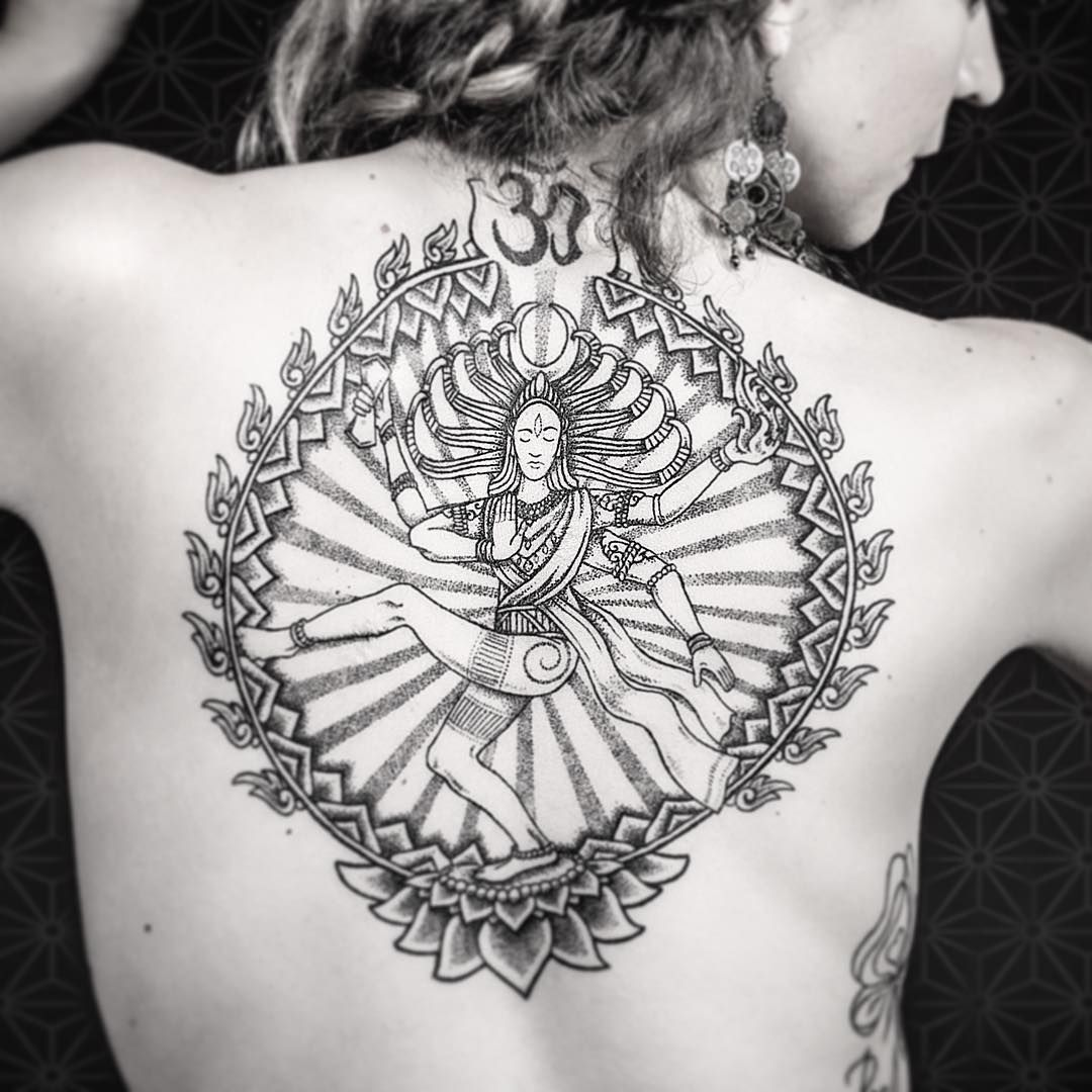 heilige hindu tattoo ideen unglaubliche designs voller farbe