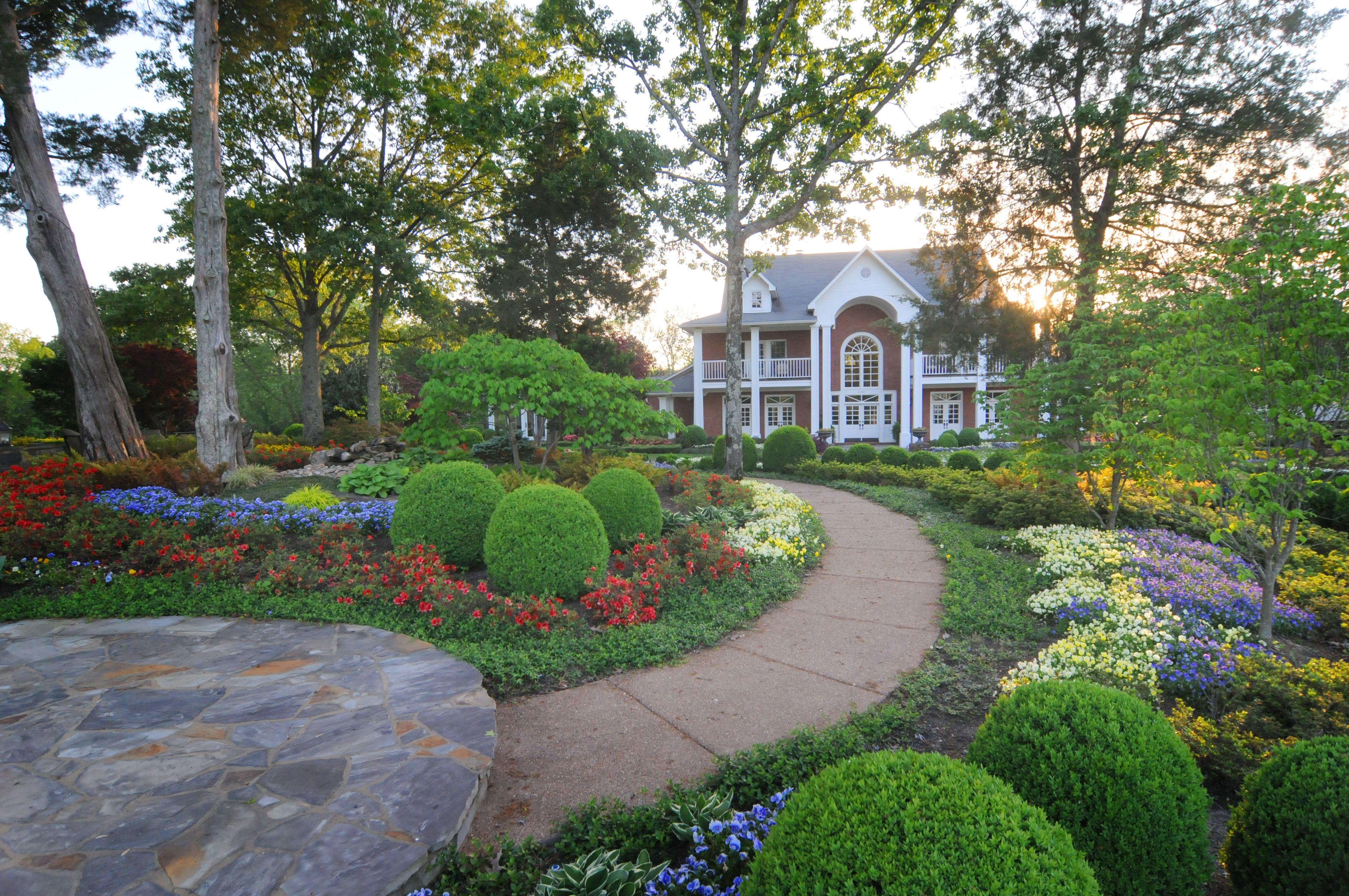 Frontyard Botanic Garden By Gurley S Azalea Garden Inc Memphis Tn Azaleas Garden Botanical Gardens Landscape Design