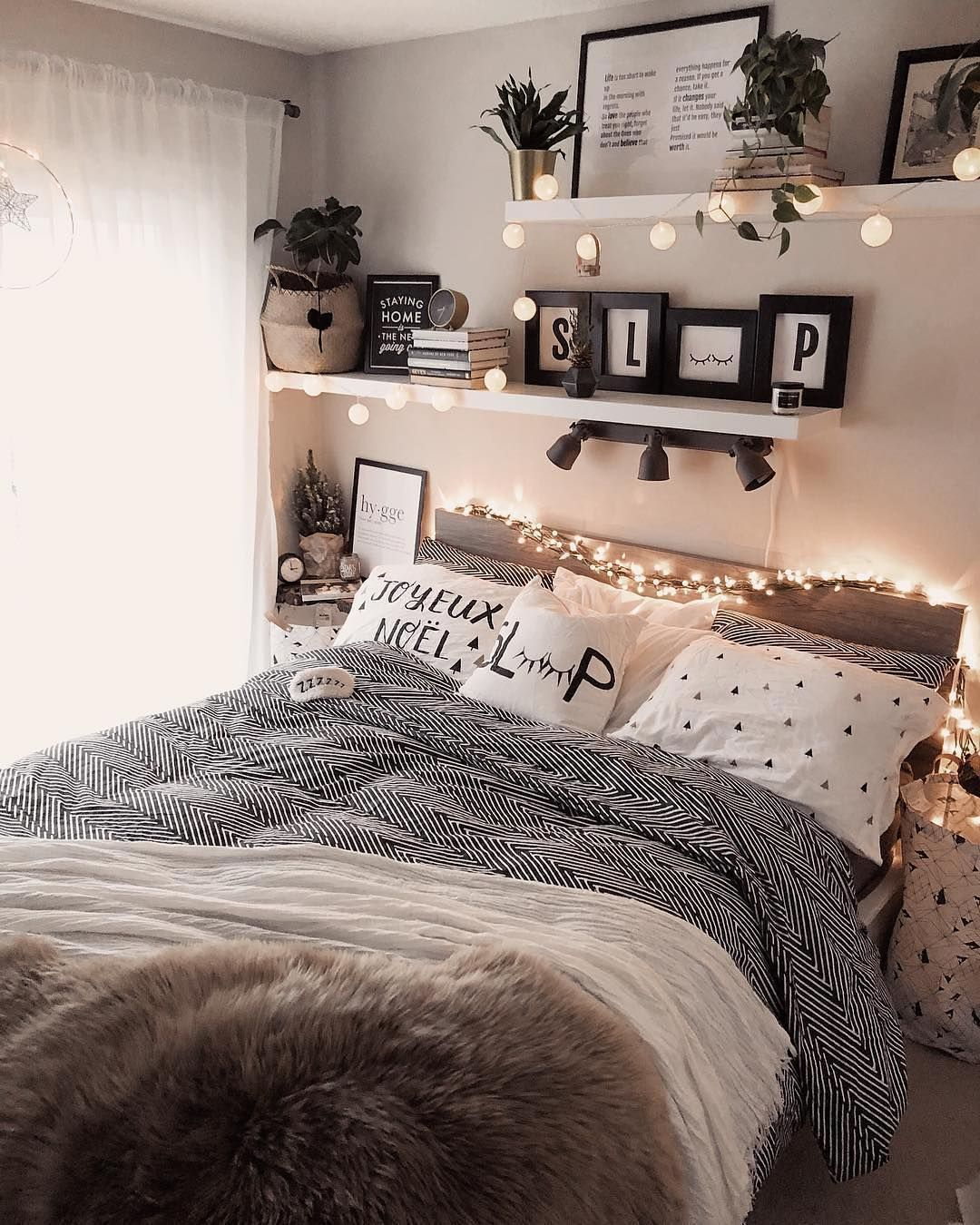Tumblr Zimmer Inspiration: 50 tolle Schlafzimmer Deko Ideen für Teenager! - #Deko #für #Ideen #Inspiration #Schlafzimmer #teenager #tolle #Tumblr #zimmer #fairylights