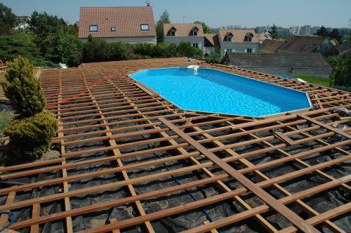 Double structure pour terrasse de piscine en lambourdes bois 1