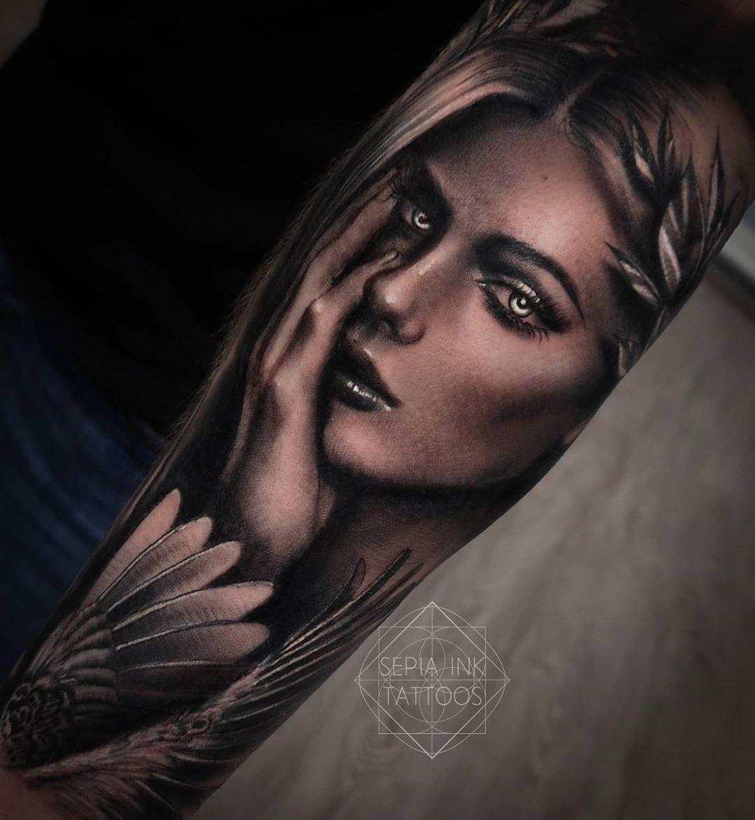 Bleibt gesund 🍀 Dieses Portrait ist kurz vor Corona entstanden 🕊️ by ✖Sepia Ink Tattoos✖  @sepiainktattoos 🙏 X MY DESIGN X ___________________________ . . . .  #animetattoos #tattoos #sleevetattoo #tattoostudio #tattooartist #tattooist #tattooart #chicanotattoo #tattoolife #tattooart #artist #tattoolifestyle #ink #inked #girlswithtattoos #tattoogirl #menwithtattoos #tattoosketch #liontattoo #tattoostyle  #phototattoo #realistictattoo