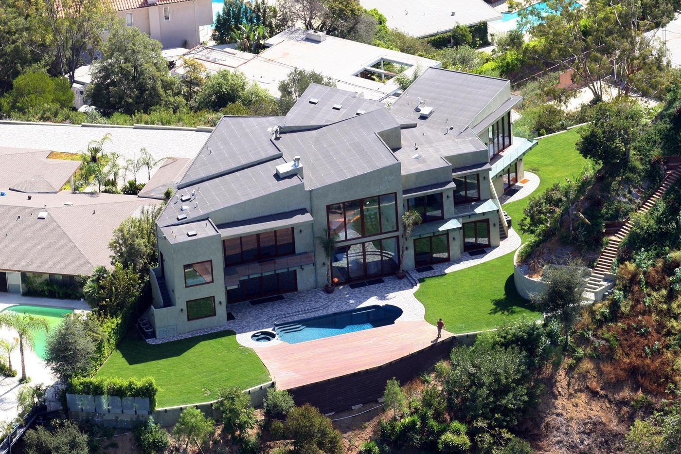 Hollywood hills mansion brand new 10 million 8 bedroom - 8 bedroom homes for sale in los angeles ...