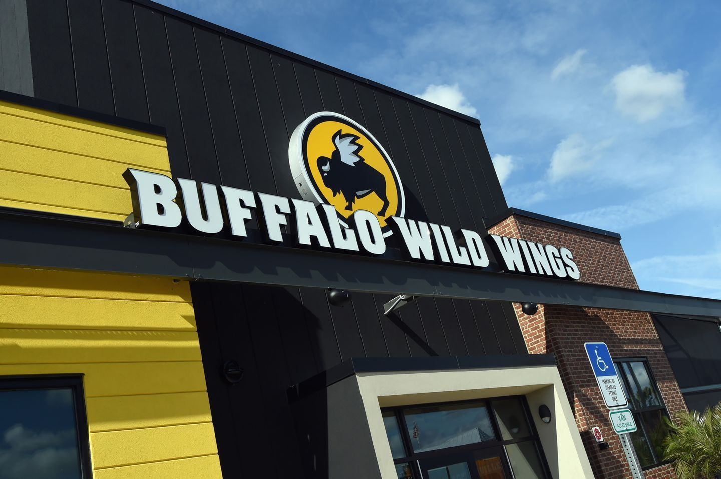 These Restaurants Will Offer Easy Takeout And To Go Meals On Easter Buffalo Wild Wings Buffalo Wild Wings Restaurant