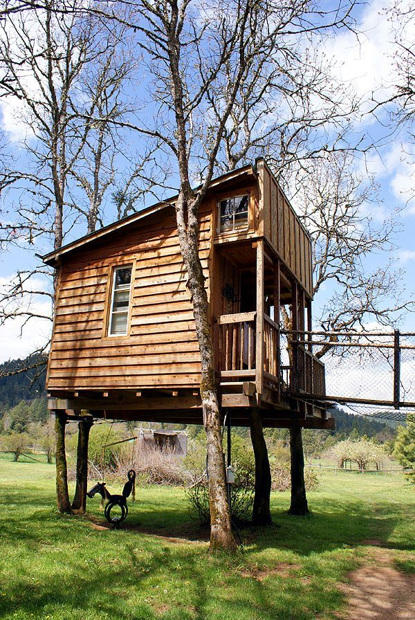 Treehouse micro cabin with sleeping loft window i want my for Sleeping cabin plans