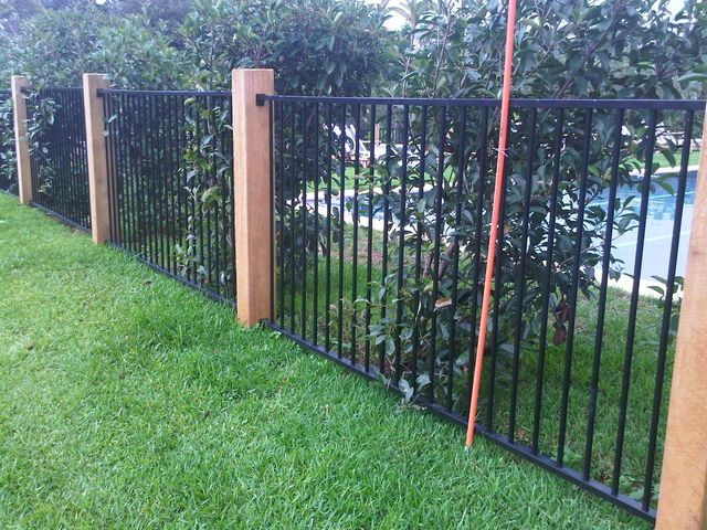 Pool fence idea wooden posts and standard fencing for Garden fence posts ideas