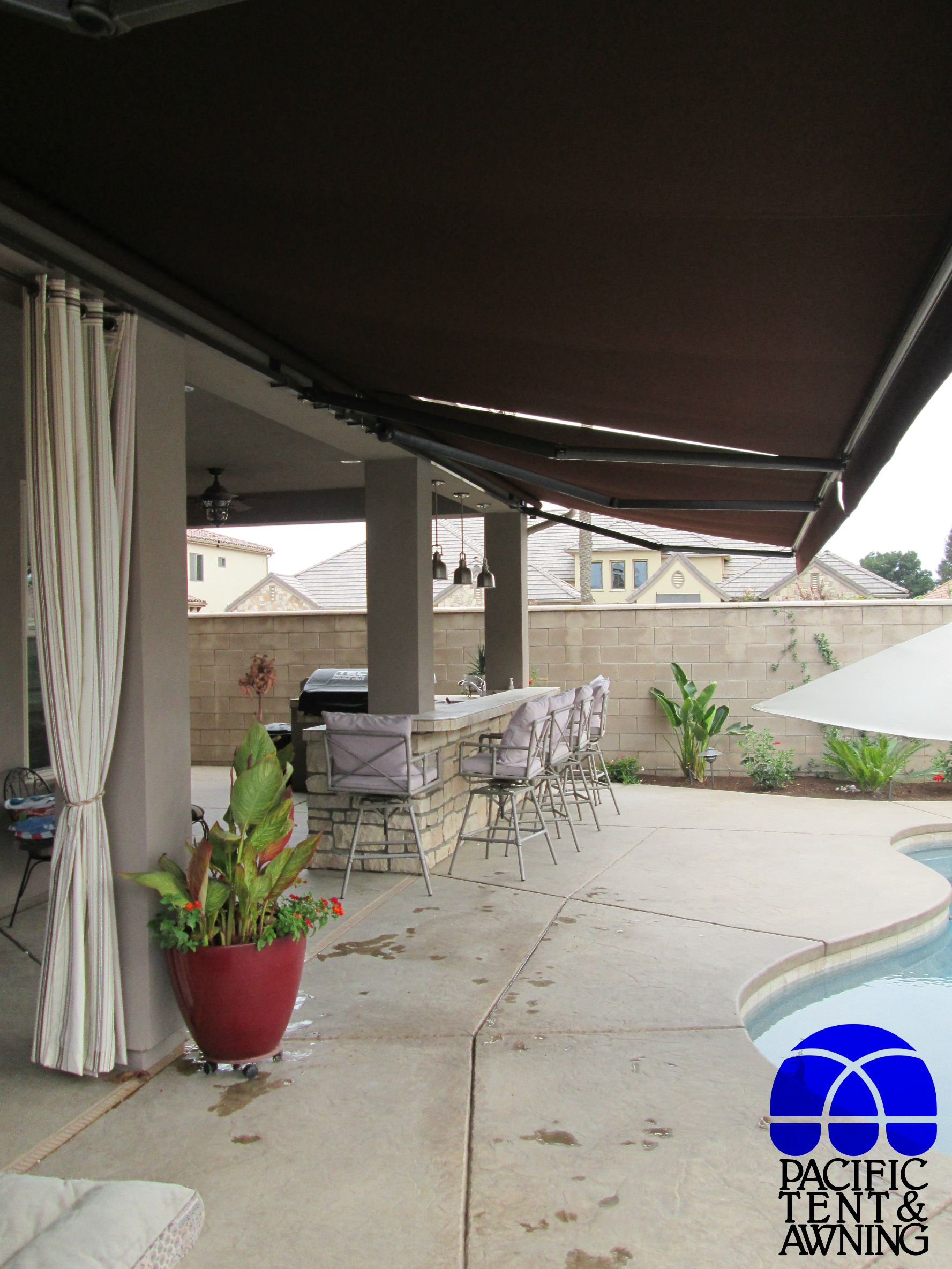 Lateral Arm Retractable Awning | Retractable awning ...