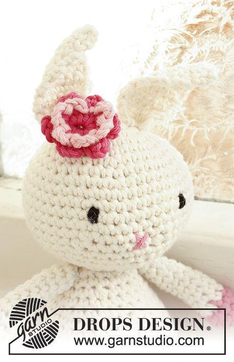 Conejo DROPS con flor, en ganchillo / crochet, en Paris. Patrón ...