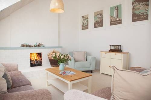 Sea Chalet B&B Padstow Featuring free WiFi throughout the property, Sea Chalet B&B offers accommodation in Padstow, 17 km from Newquay. Free private parking is available on site.  Rooms have a flat-screen TV. Certain rooms have a seating area to relax in after a busy day.