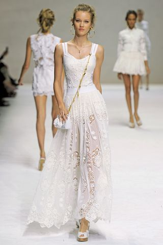 love the dress!  (not that i could really pull that off, but it's cute)!