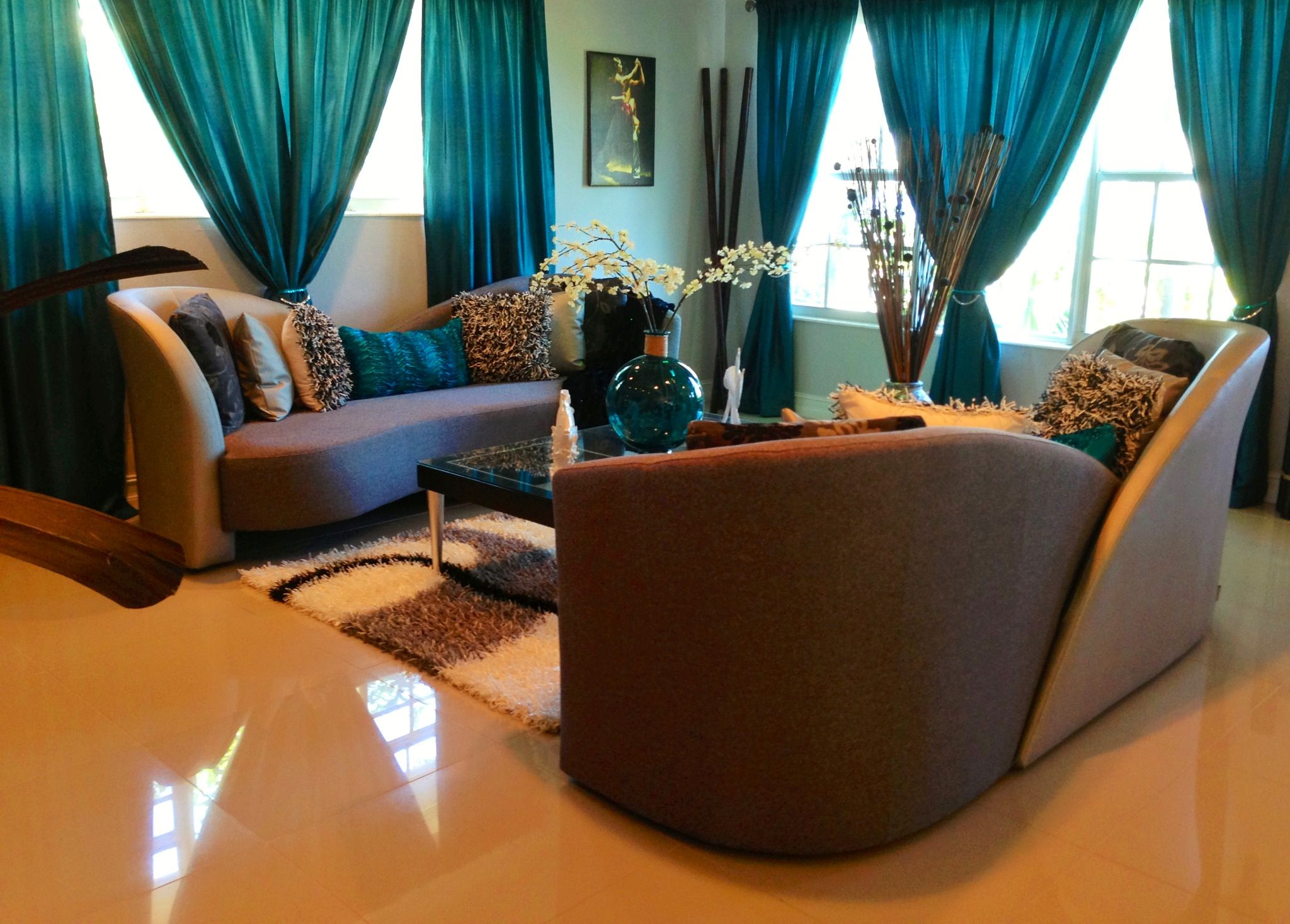 Elegant Living Room In Teal, Silver And Black