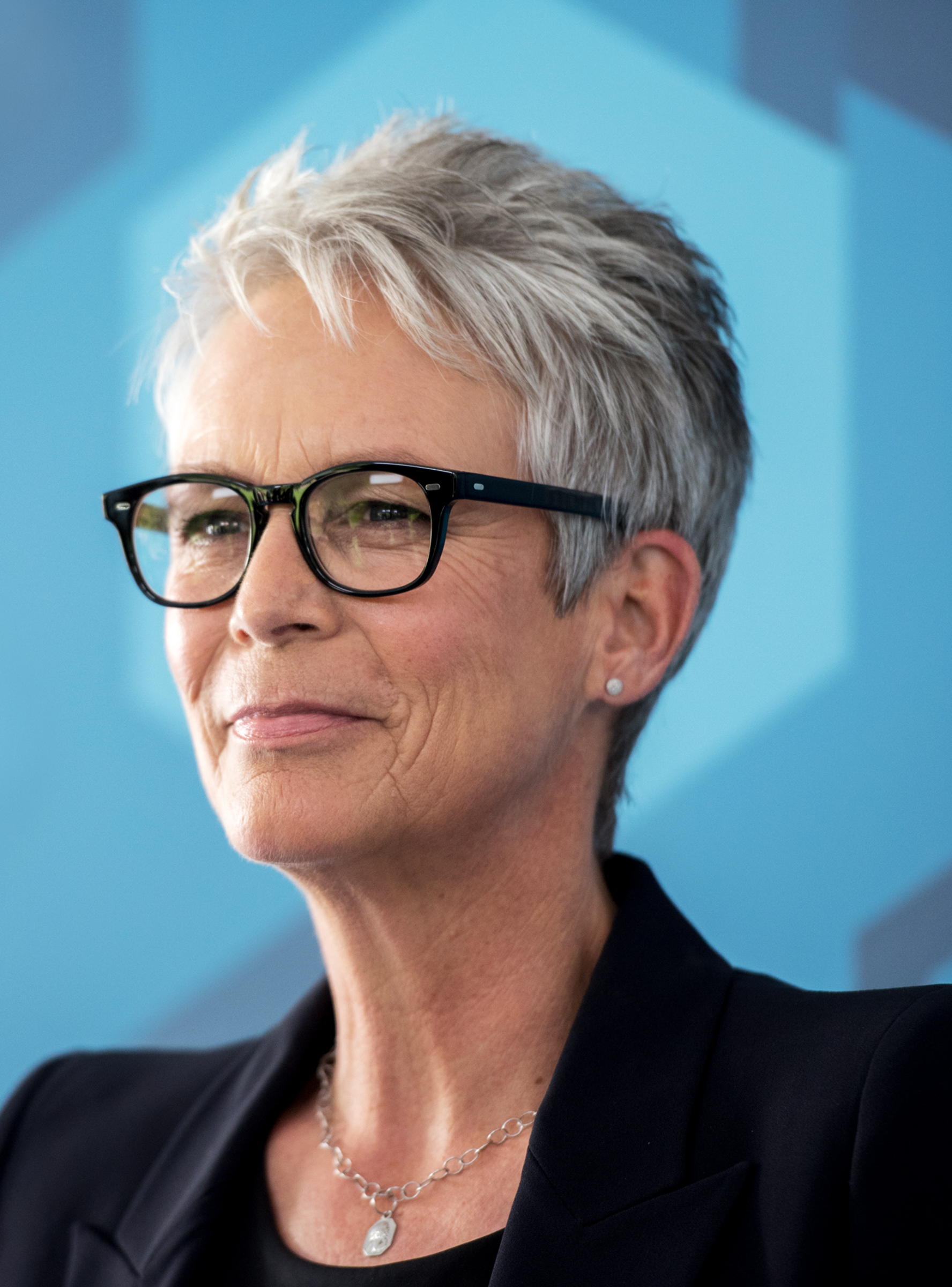 Jamie Lee Curtis Opens Up About Her History With O