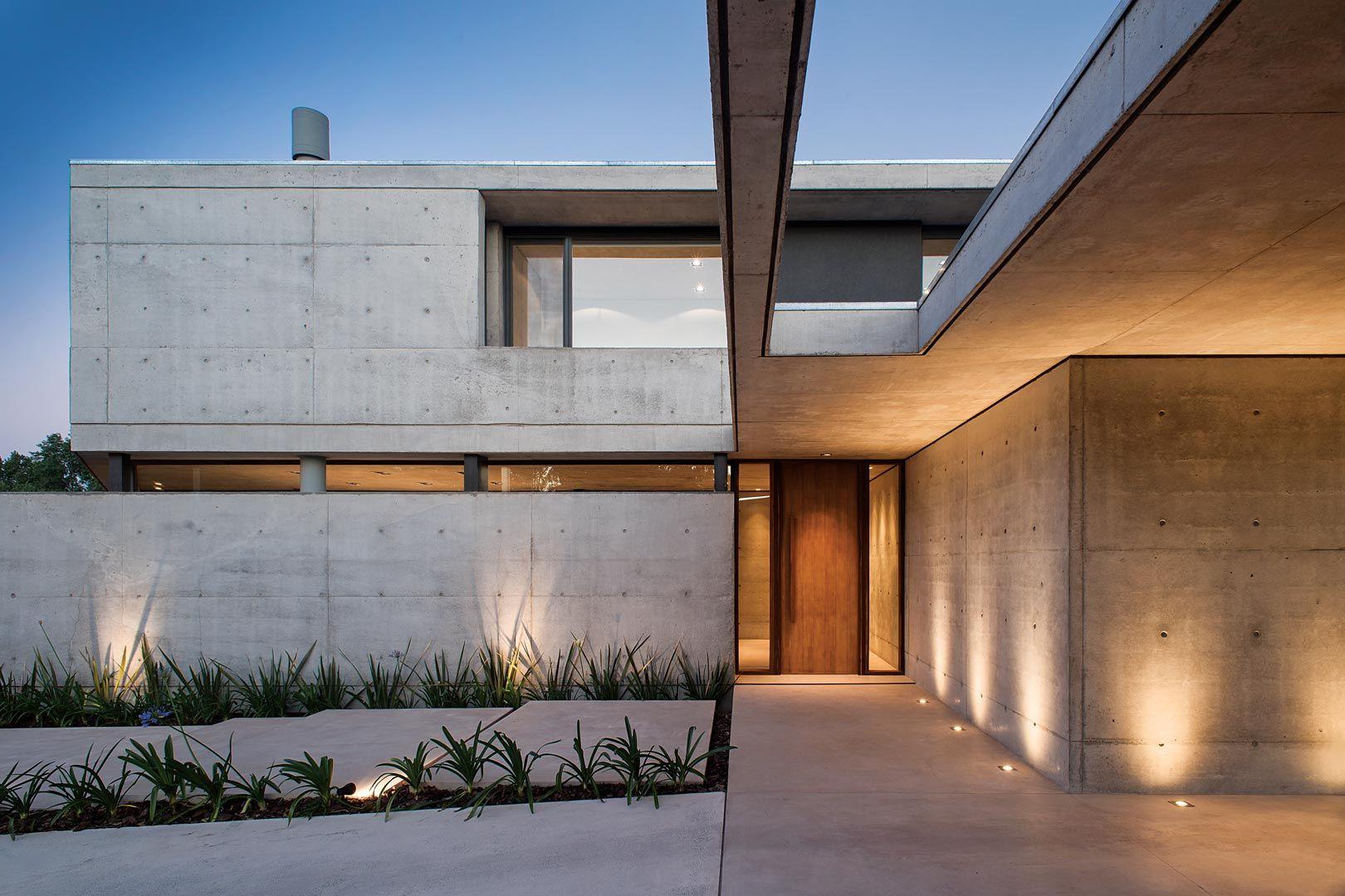 Amado cattaneo arquitectos arquitectos amar y portal de for Casas modernas hormigon visto
