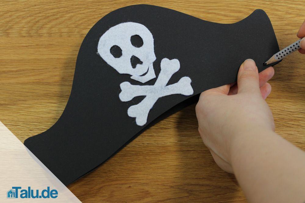 Anleitung Einfachen Piratenhut In 15 Minuten Basteln Talu De Piratenhut Basteln Fasnacht Basteln Kinder Fasching Basteln Hut