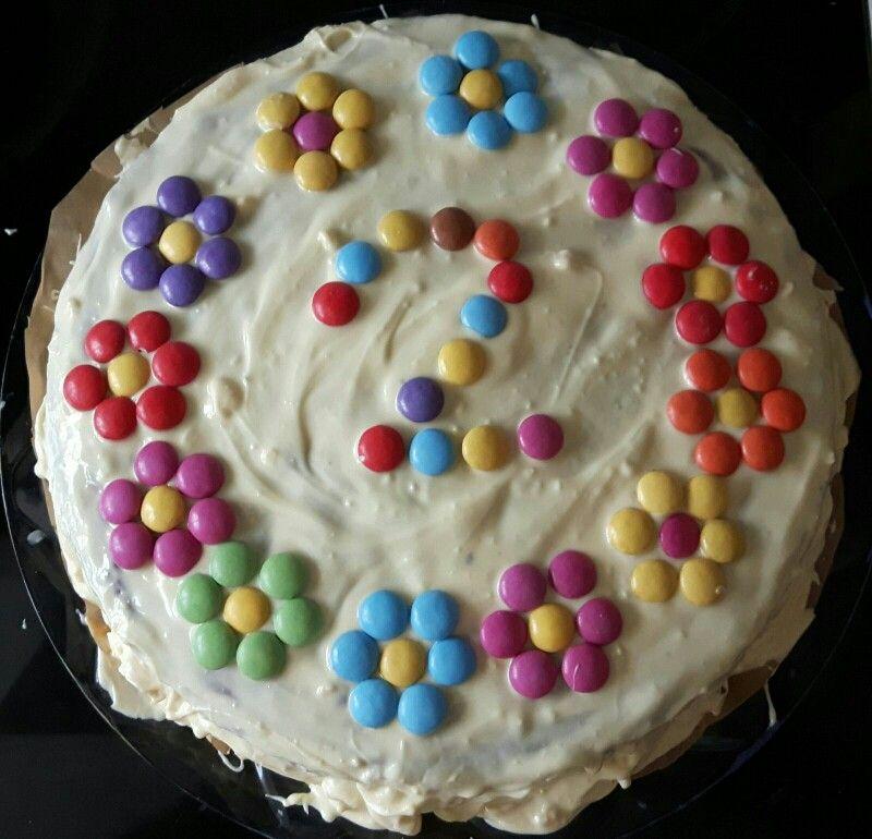 kuchen geburtstag m dchen smarties blumen kindergeburtstag pinterest birthday cakes cake. Black Bedroom Furniture Sets. Home Design Ideas
