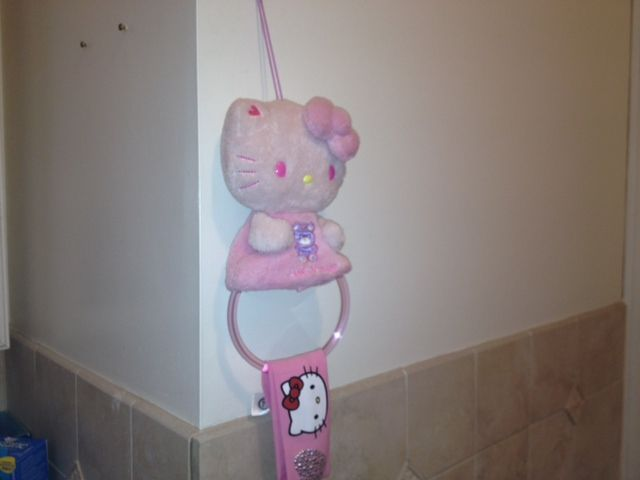 hello kitty towel holder