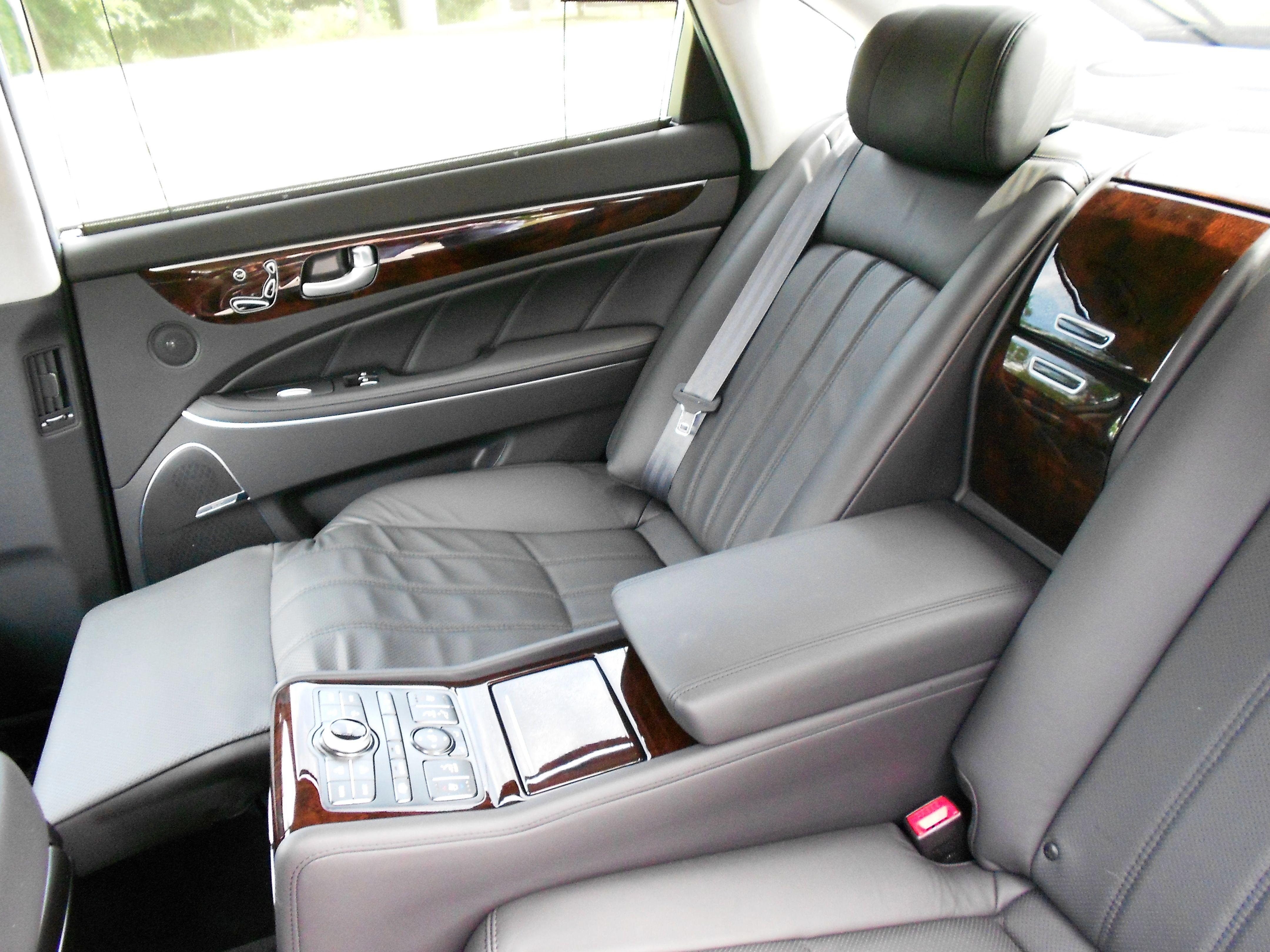 2012 hyundai equus reclining rear seat equui pinterest rear seat dream cars and cars. Black Bedroom Furniture Sets. Home Design Ideas