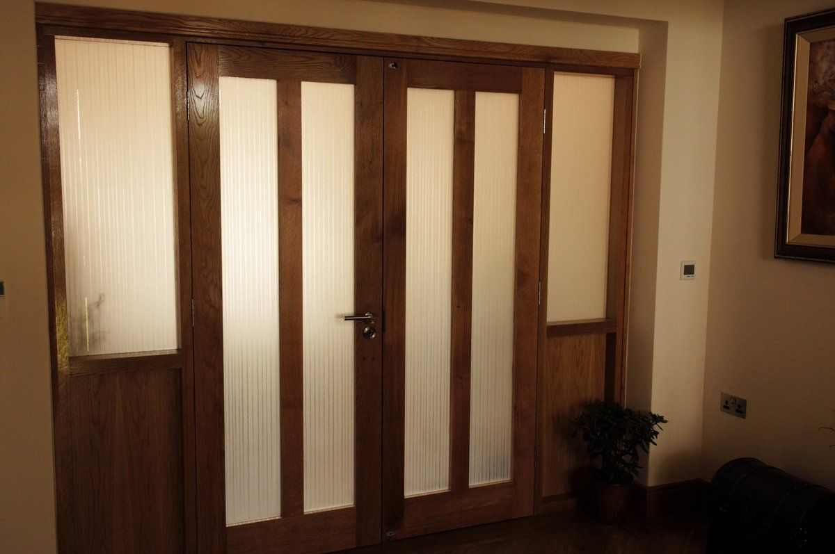 An Etched Design On Glass Door Panels Barades And Internal Bathroom Walls Created