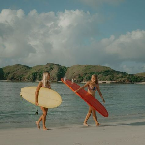 Island Surfer Girls