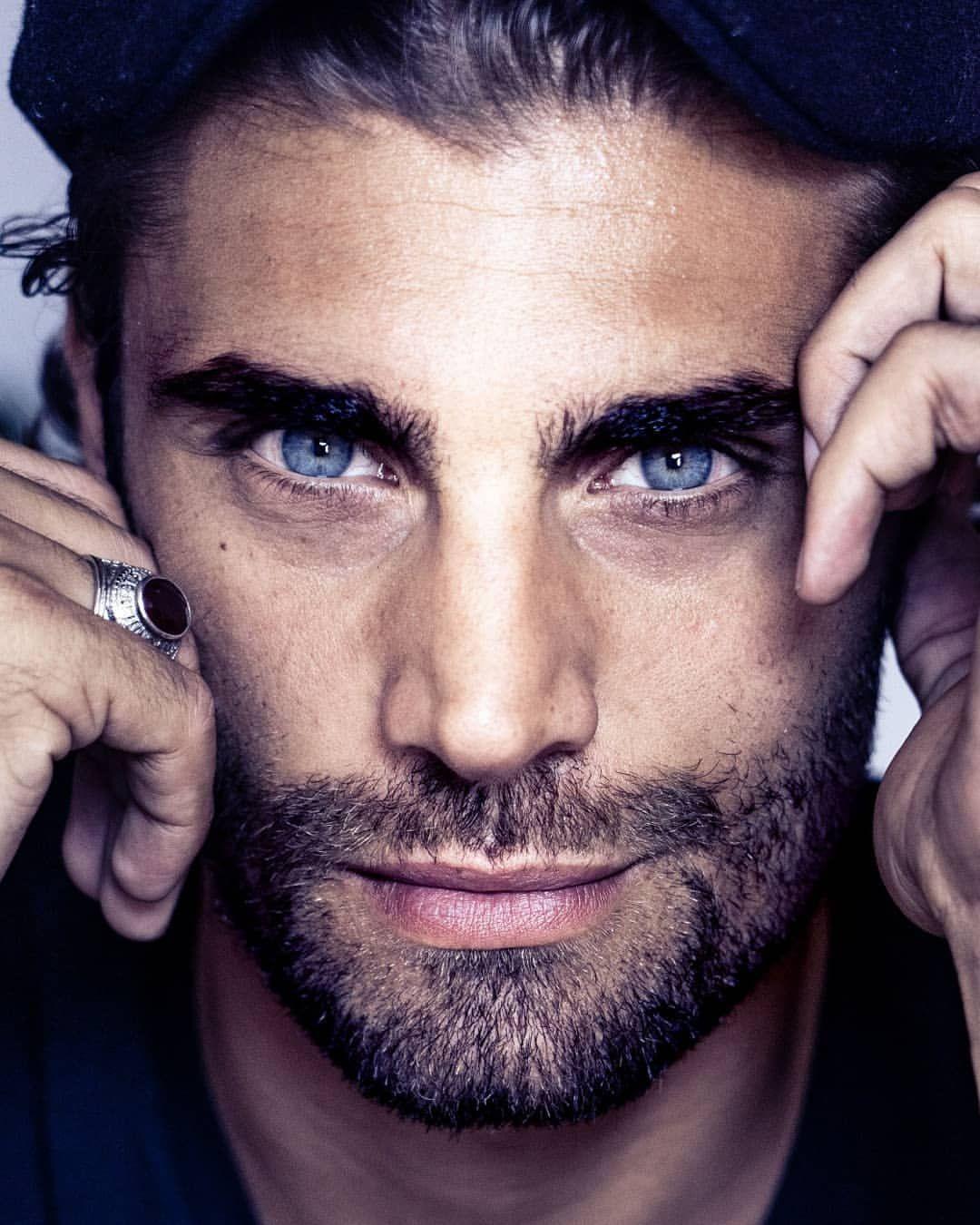 парижквартира картинки красивые глаза мужчин реальный чапаев из-за