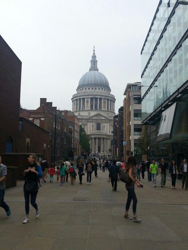 S.Paul's Cathedral vista desde el puente del milenio en Londres