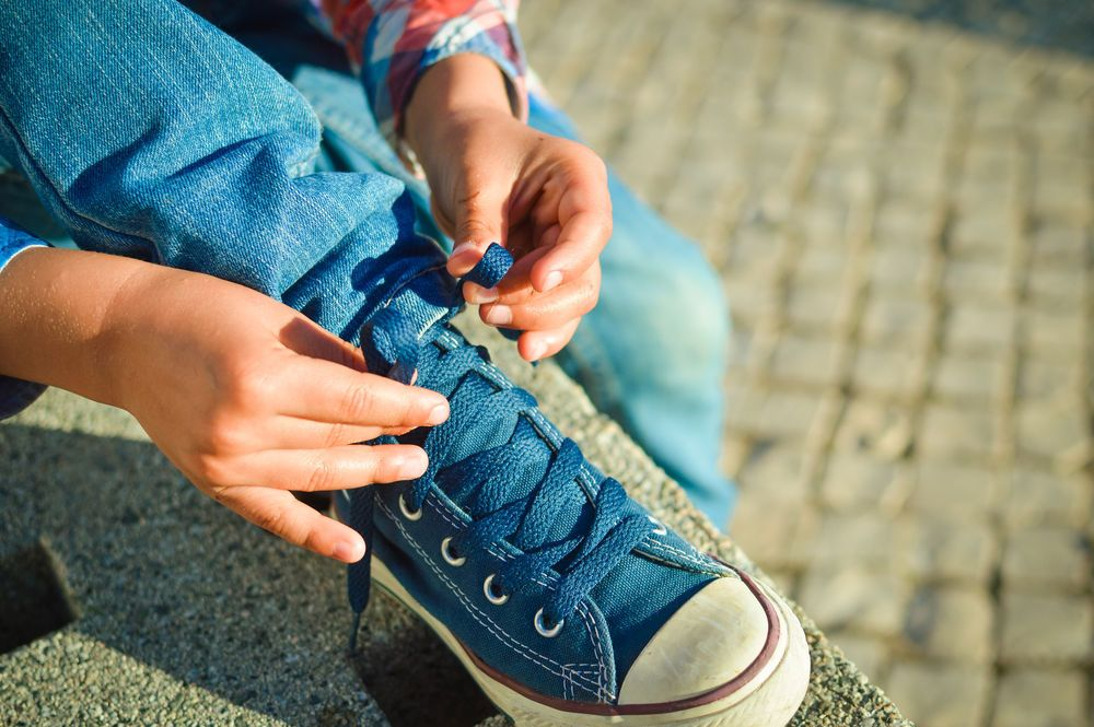 how to teach a child to tie their shoelaces