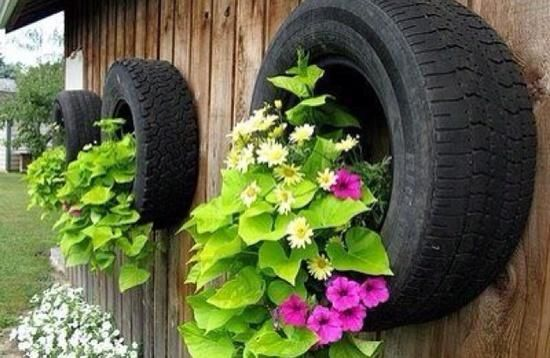 Garden decoration Ideas with old car tires wall decor flowers