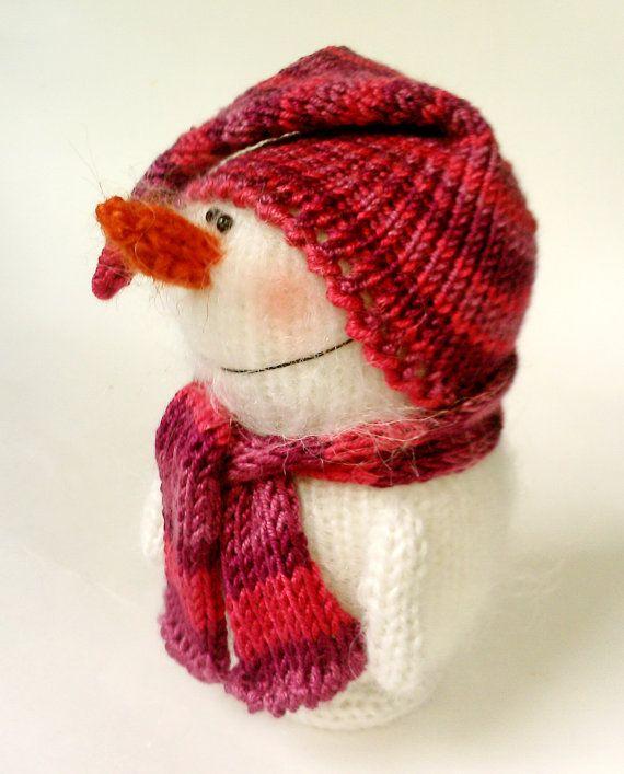 Cute Snowman - Hand-knitted toy Amigurumi Miniature Crochet Art Dolls Christmas Ornament toys Handmade Winter gifts Stuffed Figurine toys