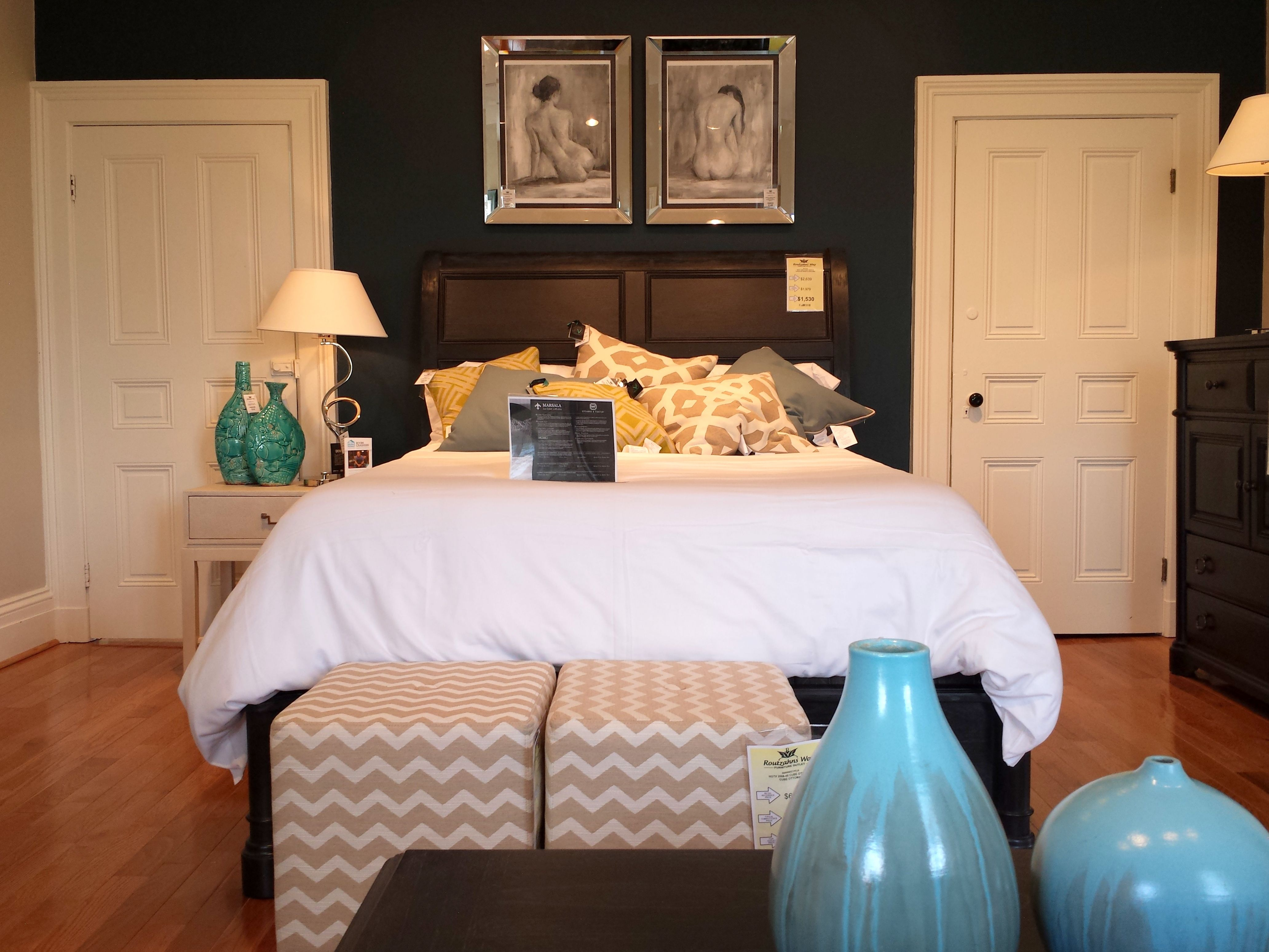 HGTV Home Furniture Collection Bedroom; Midnight Caravan Sleigh Bed, Navy  Accent Wall, Tan