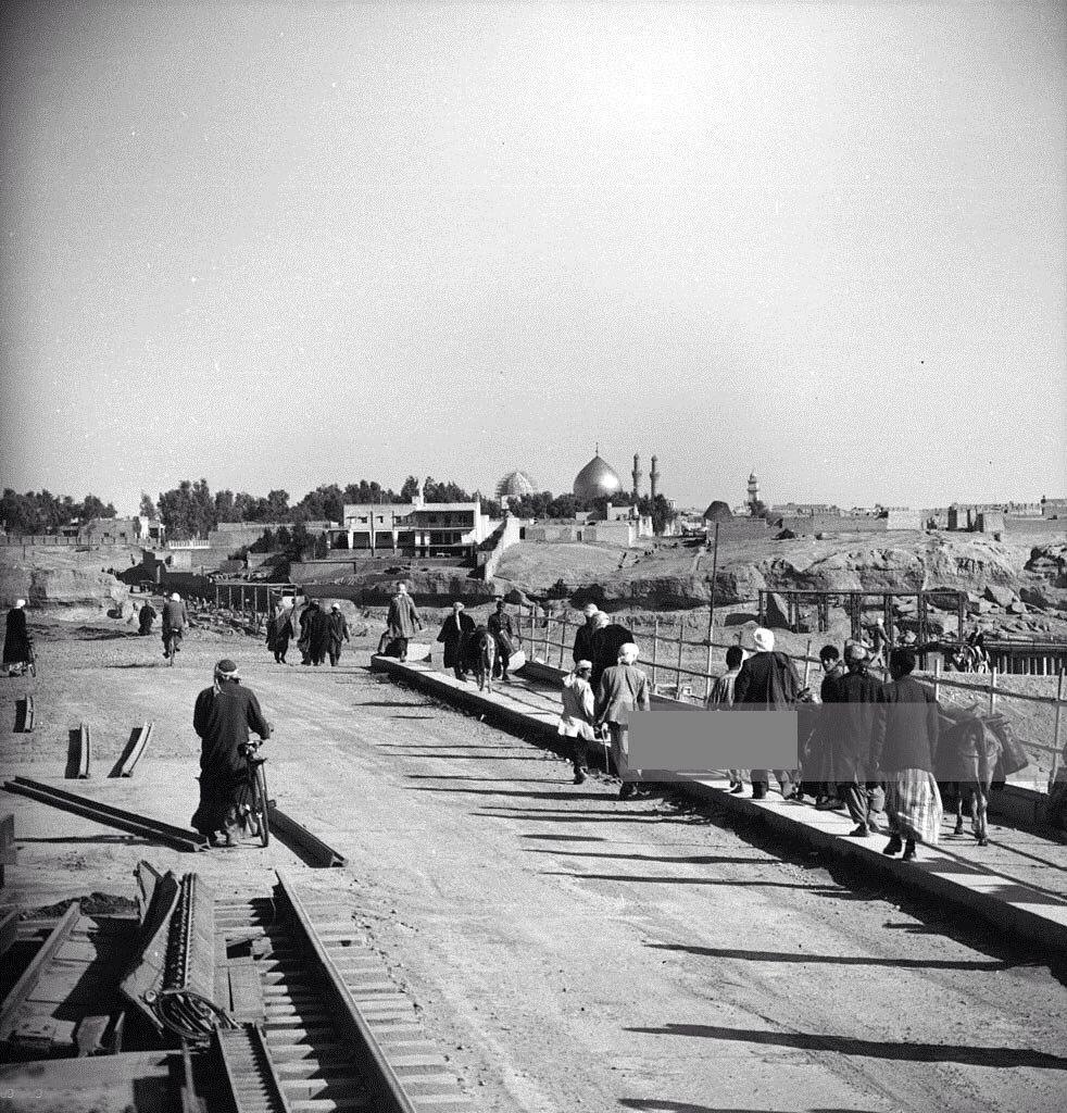 البداية اليوم من مدينة سر من رأى سامراء عام 1955 م وتبدو للناظر في اقصى يمين الصورة حضرة الامامين العسكرين عليهما السلام وجانب من ال Street View Photo Iraq