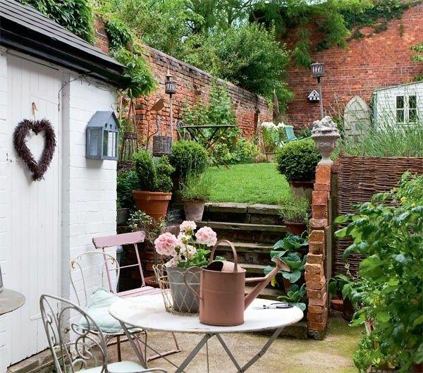 Schöne Gartenideen Gartenmöbel Vintage Stühle Runder Gartentisch
