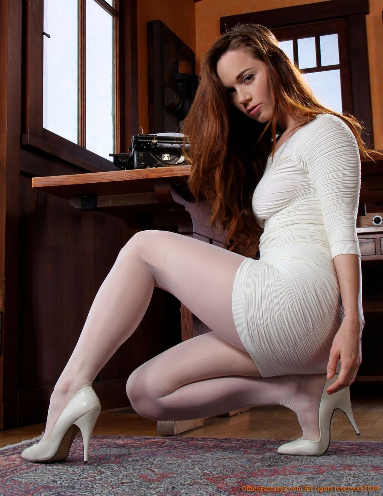 in-white-pantyhose-sexy