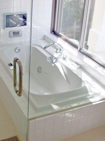 大阪府枚方市 ガラスドアがホテルのようなお風呂 高槻の新築