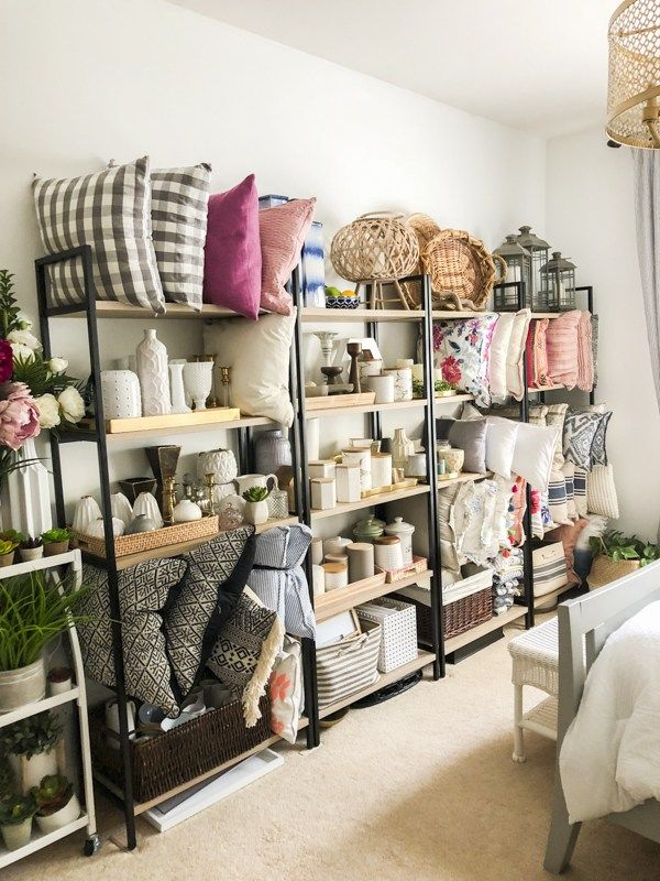 Do you want to be a home stager? I'm spilling the beans on some tips on how you can start your own business. #homestaging #stagetosell #stagedhomes