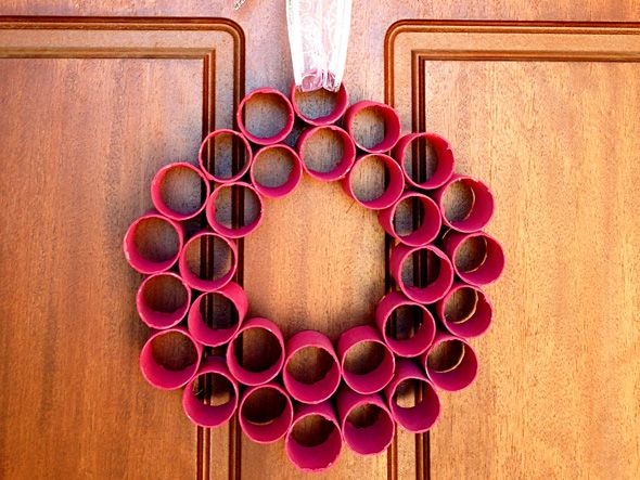 Homemade christmas decorations paper roll wreath for How to make paper christmas decorations at home