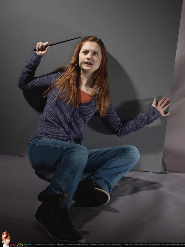 Ginny Weasley In Danger Would You Help Her Bonnie Wright Bonniewright Ginny Weasley Aesthetic Ron Weasley Outfit Ginny Weasley