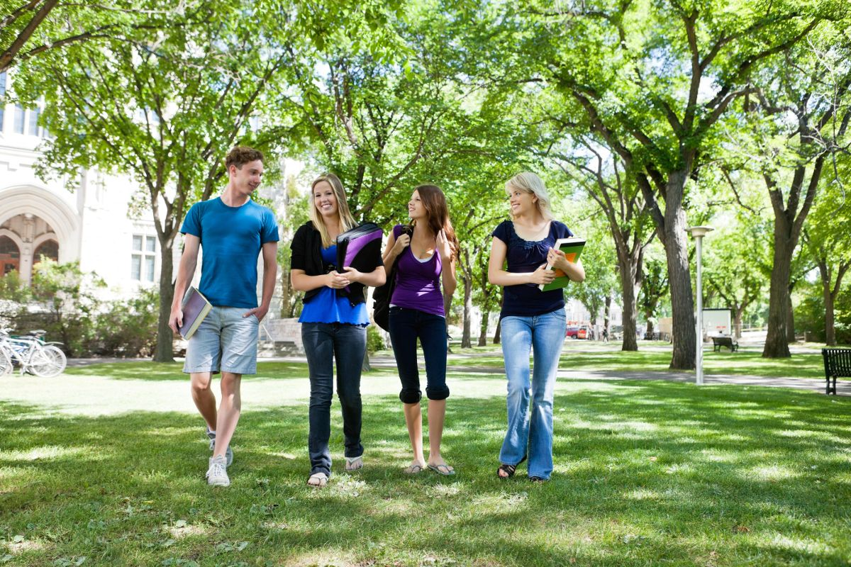 How does living off-campus affect a student's social life? [BLOG] #studenthousing #collegelife