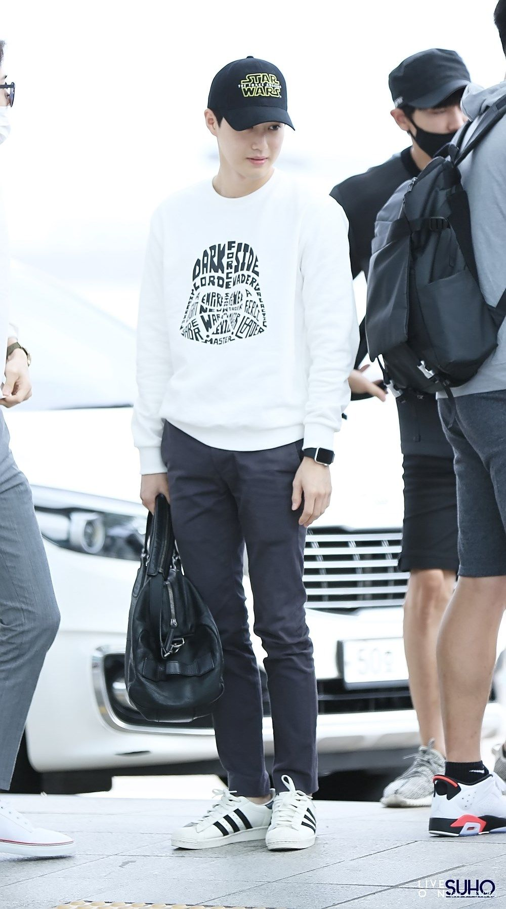 Suho - 150821 Incheon Airport, departing for Xi'an Credit: Live On Suho. (인천공항 출국)