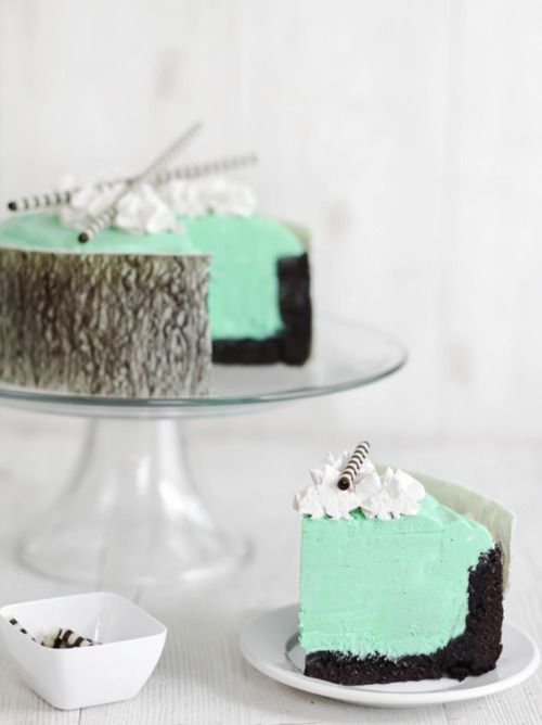 mint chocolate mousse cake. wouldn't be surprised if it's gross, but at least it looks nice.
