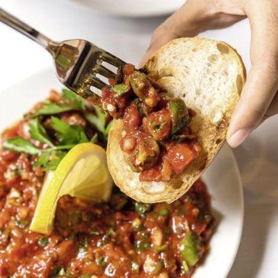 Scharfe Paste mit Tomaten und Paprika – türkische Meze