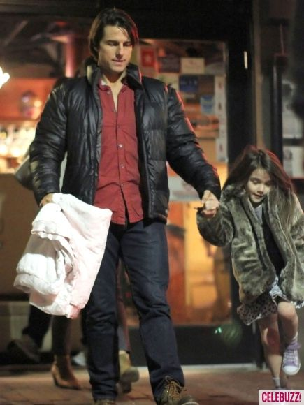 http://cdn01.cdnwp.celebuzz.com/wp-content/uploads/2012/07/09/09/tom-cruise-and-suri-cruise-many-daddy-and-me-moments-55-435x580.jpg