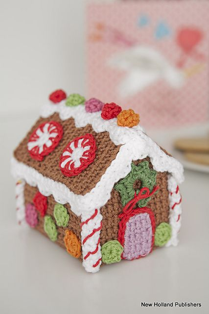 Gingerbread house by Natalie Clegg, not available via Ravelry.