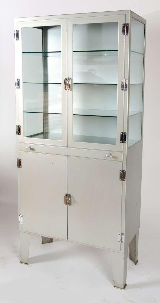 Vintage 1950s Metal Medicine Cabinet 1stdibs Com Vintage Medical Cabinet Antique Medicine Cabinet Antique Cabinets
