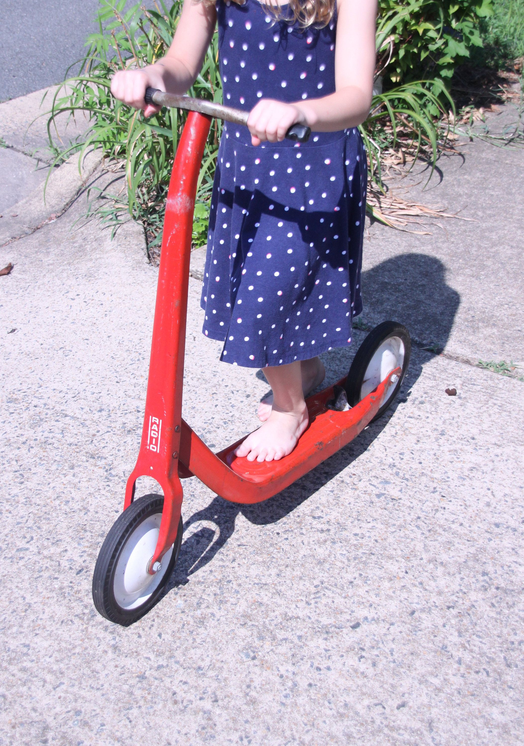 Radio Flyer Scooter Ride On Toy Red And White Metal Scooter Kids