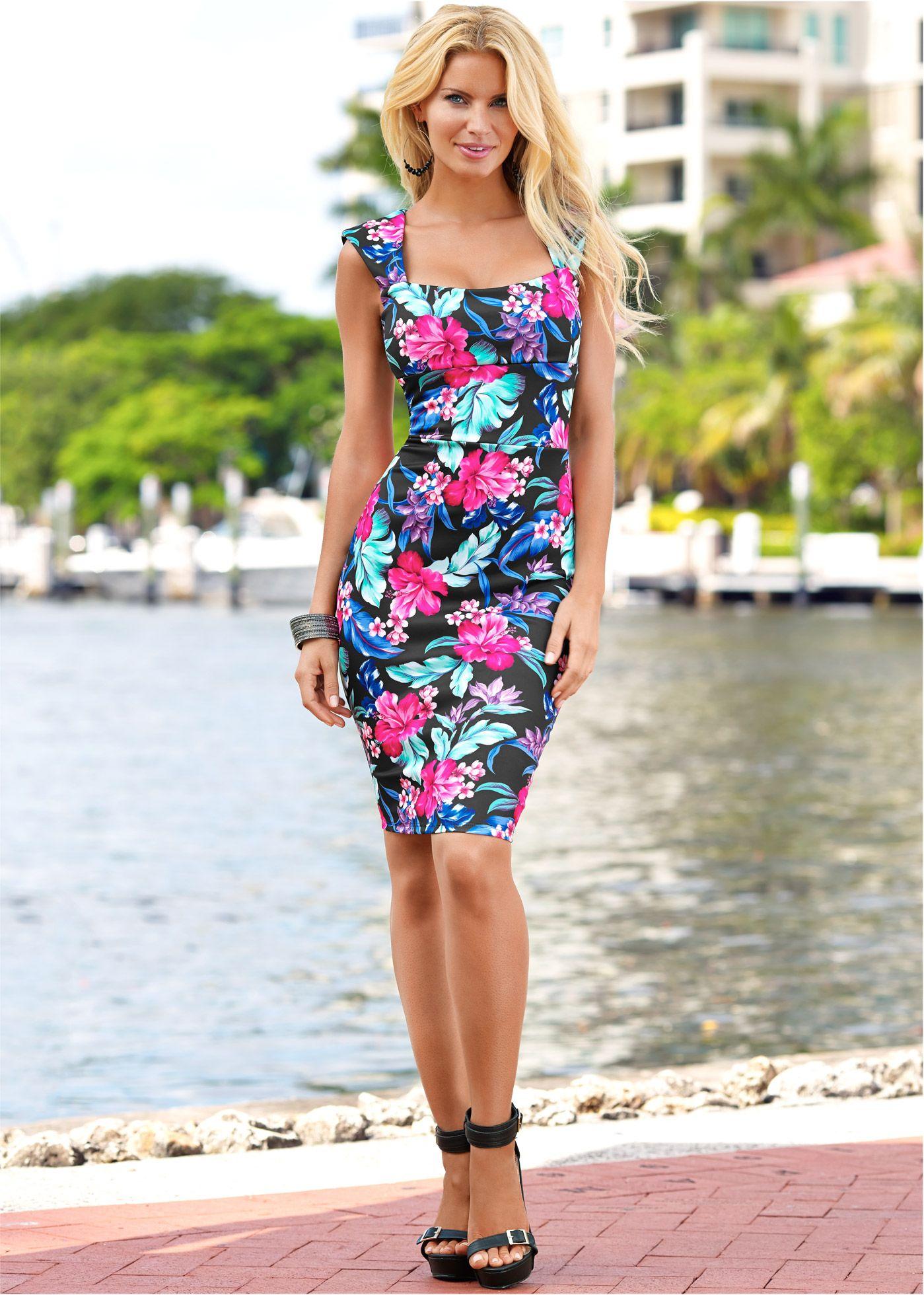 6aa29056777fe2 Jurk blauw gebloemd - BODYFLIRT boutique nu in de onlineshop van bonprix.nl  vanaf   43.99 bestellen. Eyecatcher! Accentuerende jurk met brede