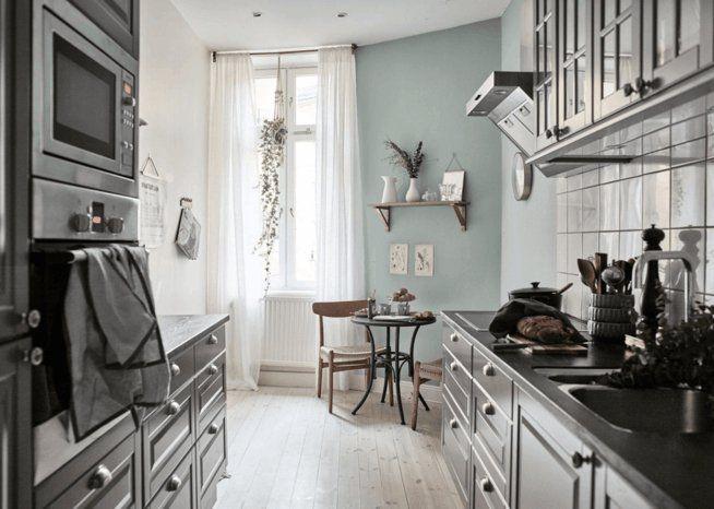 Kche Altbauwohnung Eklektische Einrichtung Klassisch Graublau Wandfarbe Kontrast