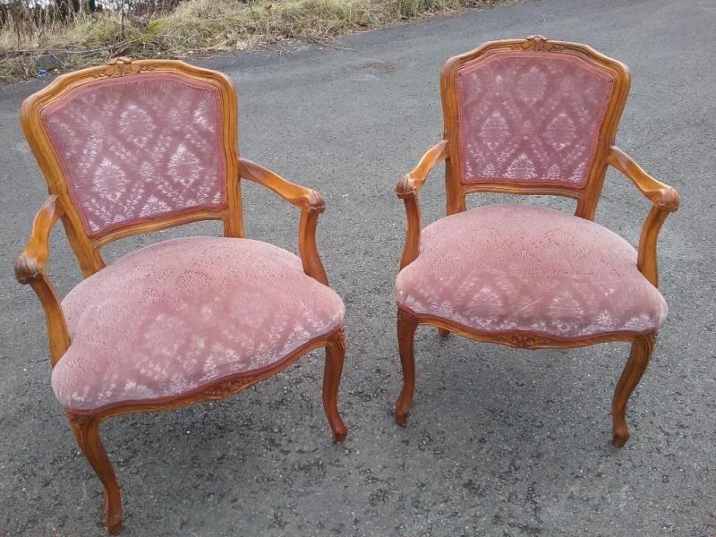 Verkaufe 3 dieser schönen alten sesselzustand ist sehr gutnur